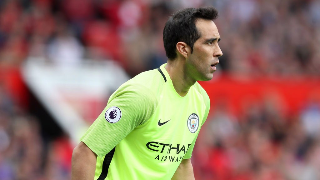 CLAUDIO BRAVO: Debutant in the last minute of the match