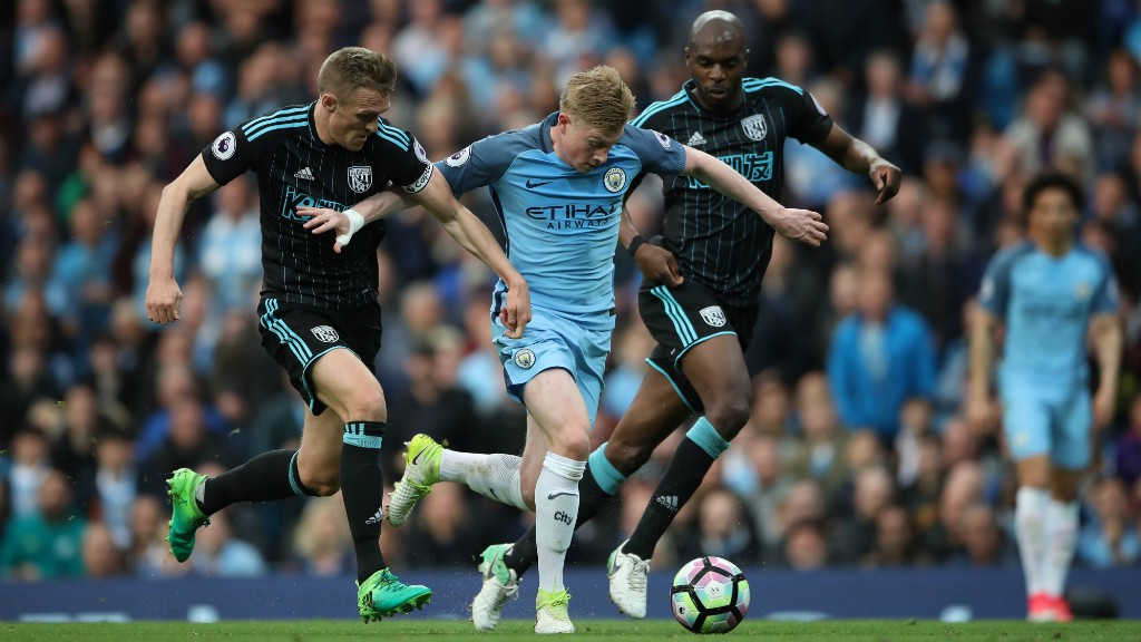 STRENGTH: Kevin De Bruyne outmuscles two opponents